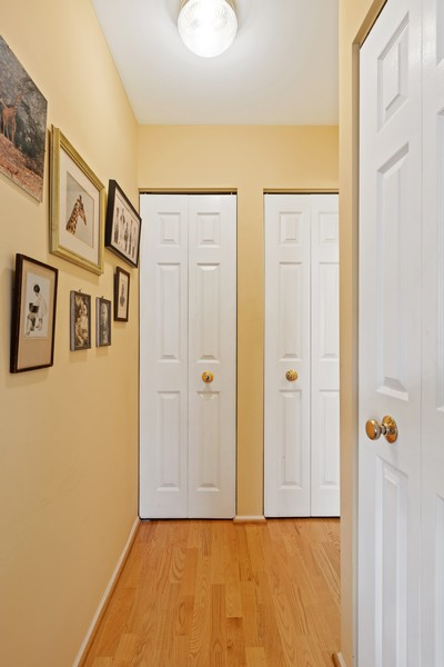 Real Estate Photography - 1730 Hinman Ave, #3G, Evanston, IL, 60201 - Hallway