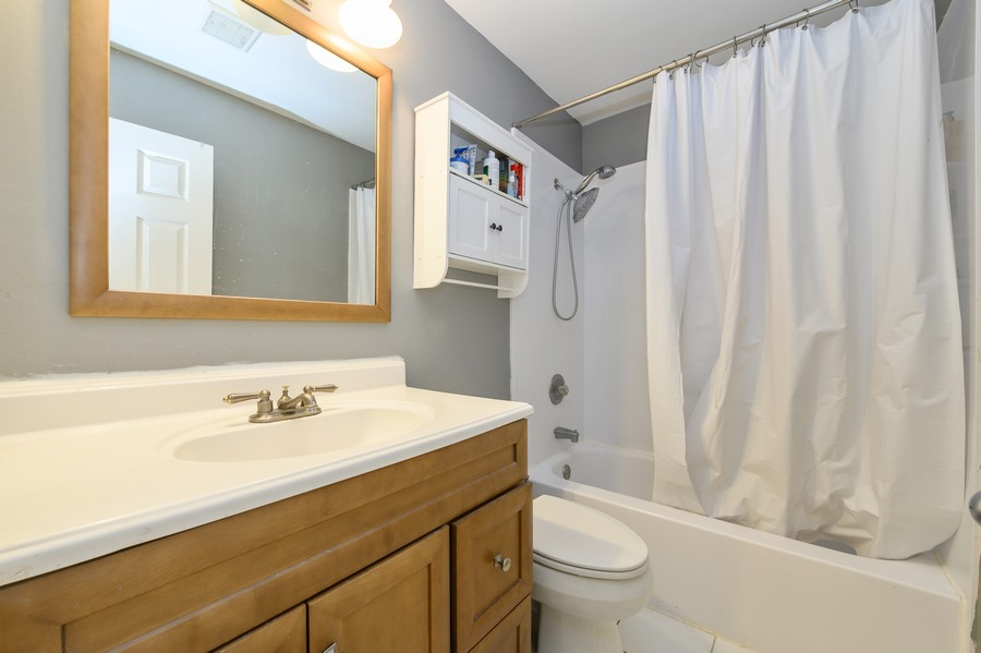 Real Estate Photography - 1345 Northhampton Lane, Roselle, IL, 60172 - 2nd Floor Full Bath