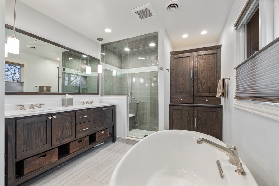 Real Estate Photography - 1136 Skokie Ridge Dr, Glencoe, IL, 60022 - Master Bathroom