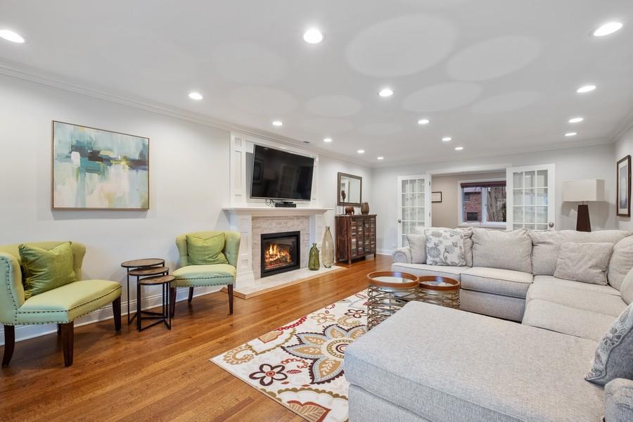 Real Estate Photography - 1136 Skokie Ridge Dr, Glencoe, IL, 60022 - Living Room