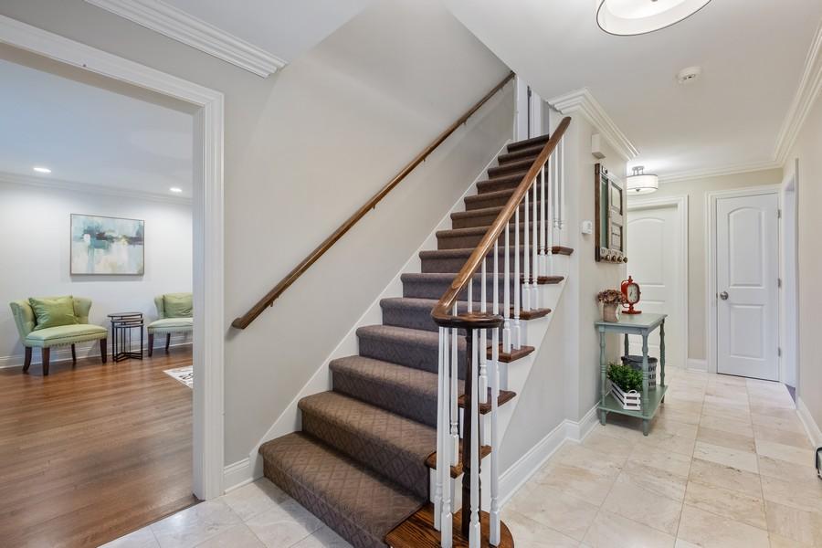 Real Estate Photography - 1136 Skokie Ridge Dr, Glencoe, IL, 60022 - Foyer