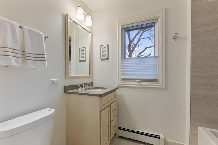 Real Estate Photography - 1136 Skokie Ridge Dr, Glencoe, IL, 60022 - 2nd Bathroom