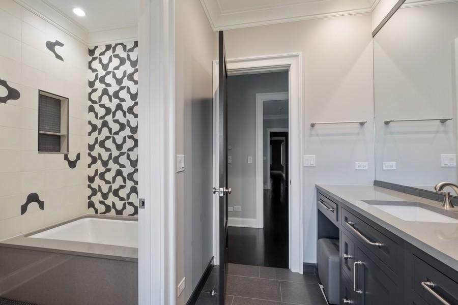 Real Estate Photography - 905 Oak Dr., Glencoe, IL, 60022 - 3rd Bathroom