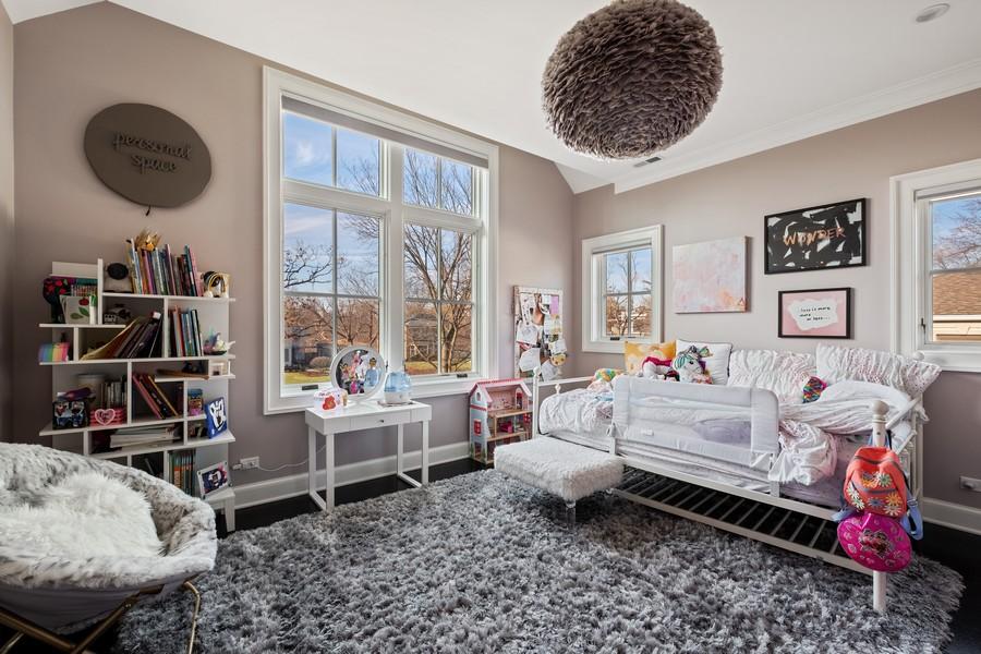 Real Estate Photography - 905 Oak Dr., Glencoe, IL, 60022 - 2nd Bedroom