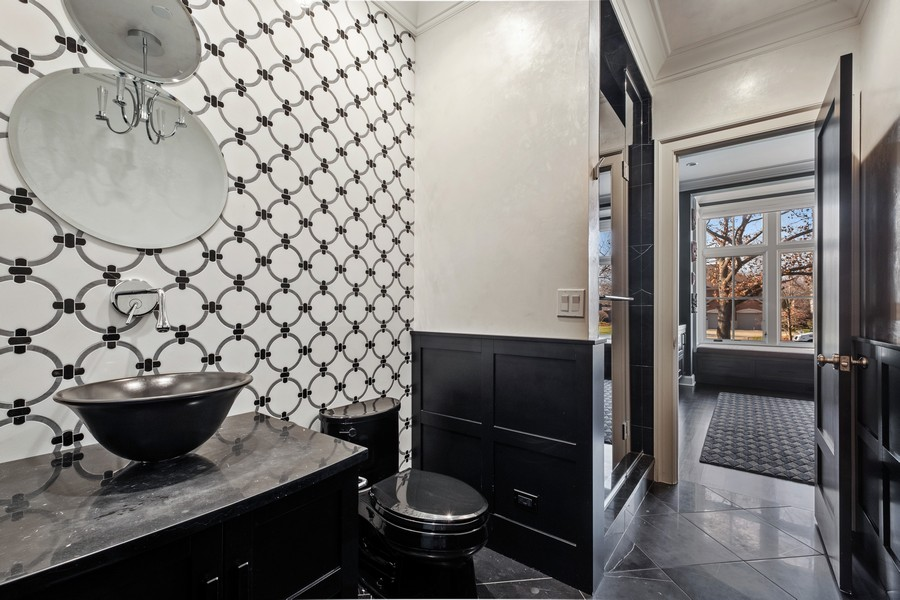 Real Estate Photography - 905 Oak Dr., Glencoe, IL, 60022 - Bathroom