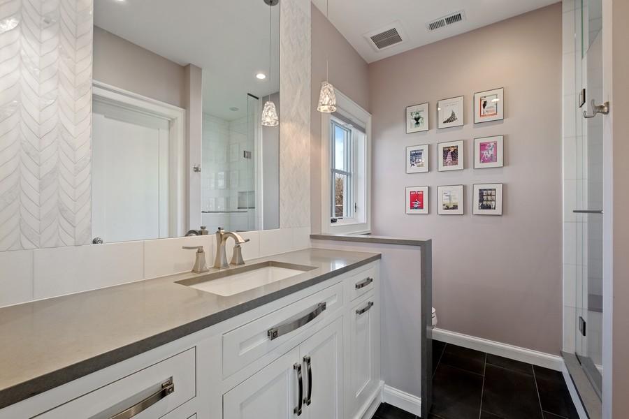 Real Estate Photography - 905 Oak Dr., Glencoe, IL, 60022 - 2nd Bathroom