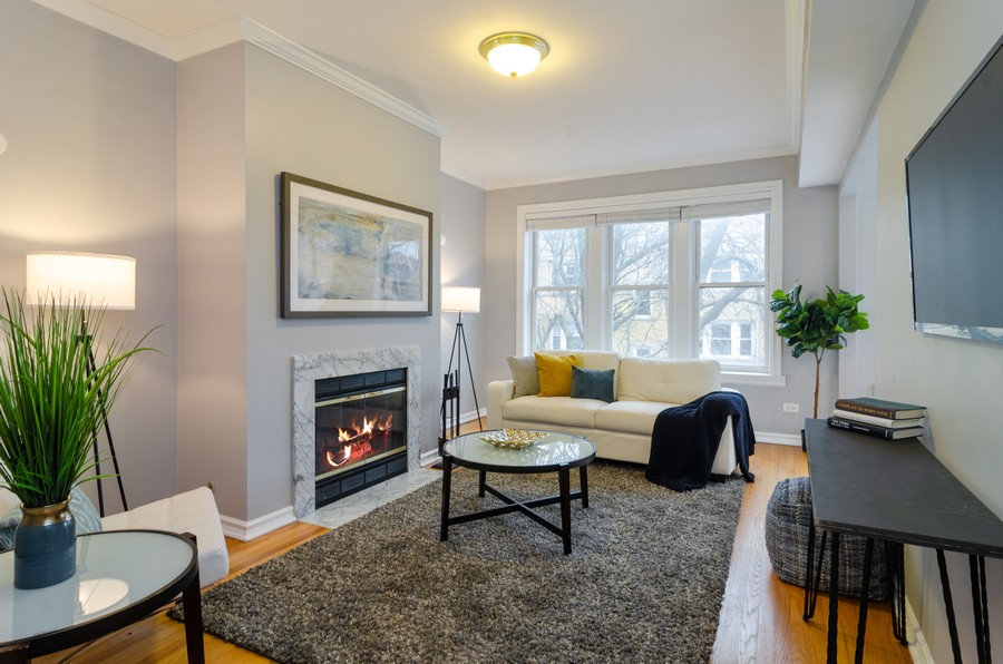 Real Estate Photography - 5000 N Glenwood #2, Chicago, IL, 60640 - Living Room