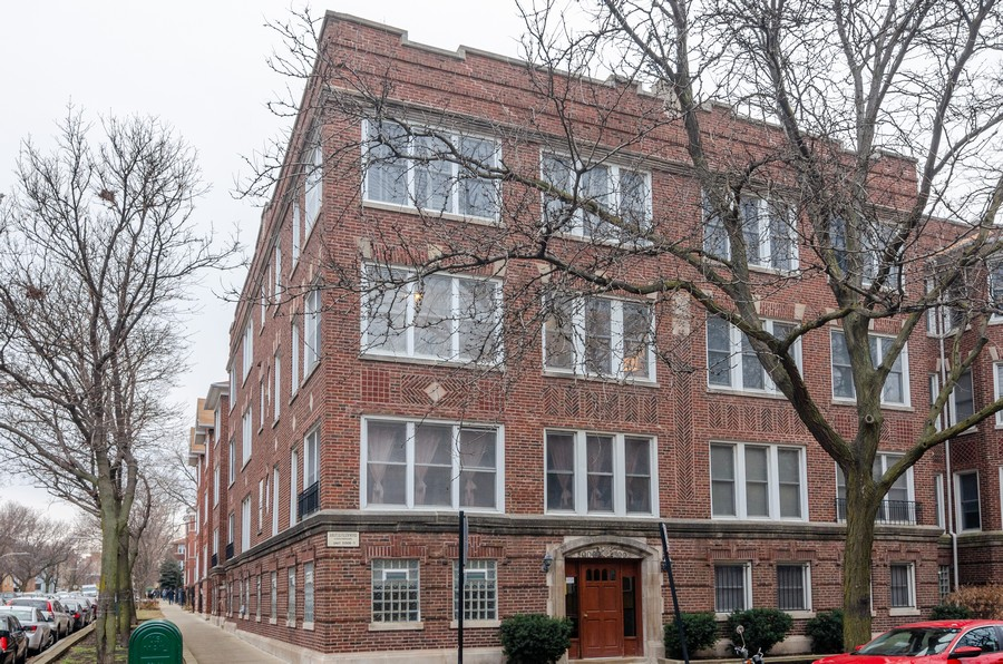 Real Estate Photography - 5000 N Glenwood #2, Chicago, IL, 60640 - Front View