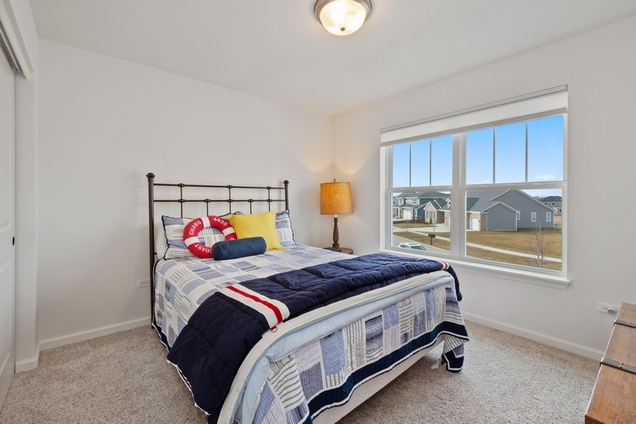 Real Estate Photography - 114 Flint Creek Court, Hawthorn Woods, IL, 60047 - 2nd Bedroom