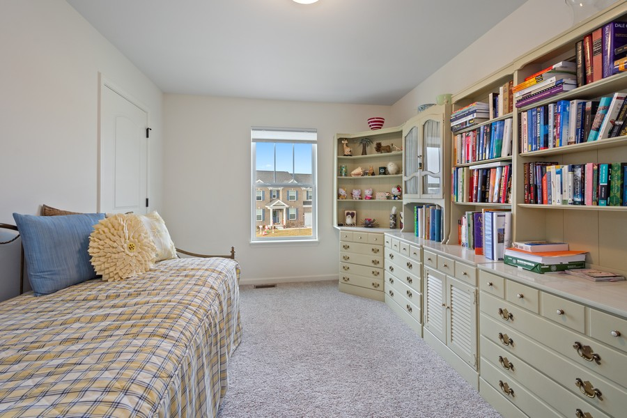 Real Estate Photography - 114 Flint Creek Court, Hawthorn Woods, IL, 60047 - 4th Bedroom