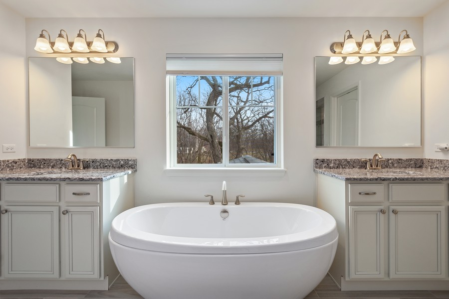 Real Estate Photography - 114 Flint Creek Court, Hawthorn Woods, IL, 60047 - Master Bathroom