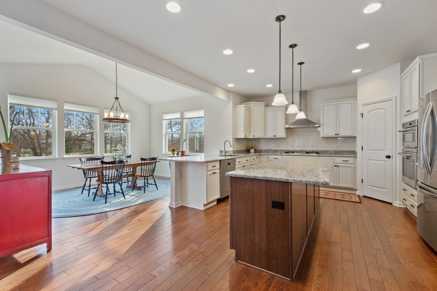 Real Estate Photography - 114 Flint Creek Court, Hawthorn Woods, IL, 60047 - Kitchen / Breakfast Room