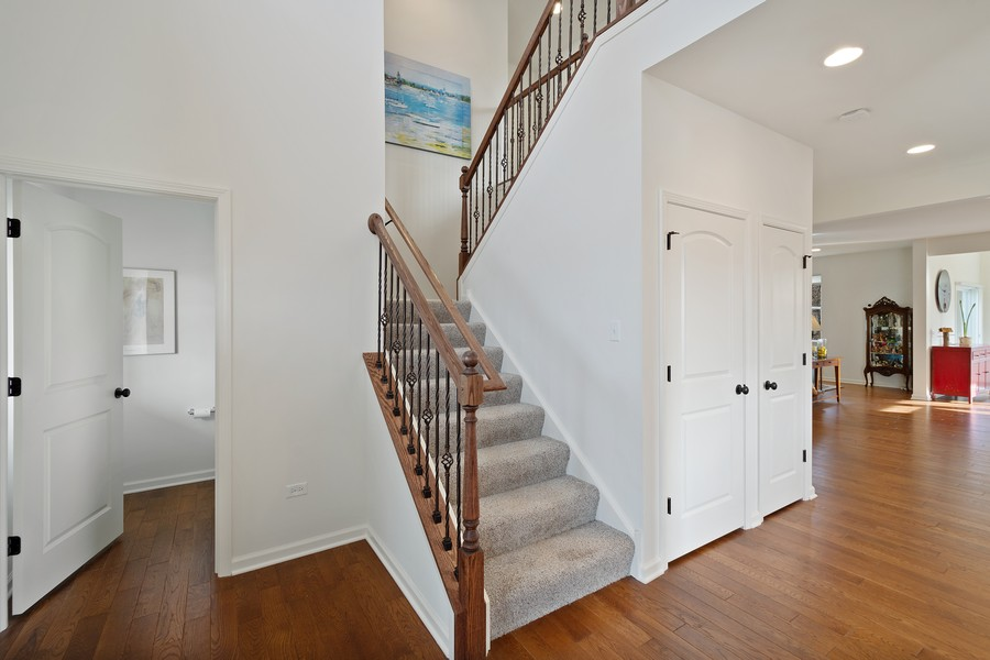 Real Estate Photography - 114 Flint Creek Court, Hawthorn Woods, IL, 60047 - Foyer