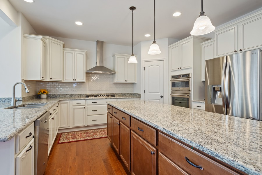 Real Estate Photography - 114 Flint Creek Court, Hawthorn Woods, IL, 60047 - Kitchen