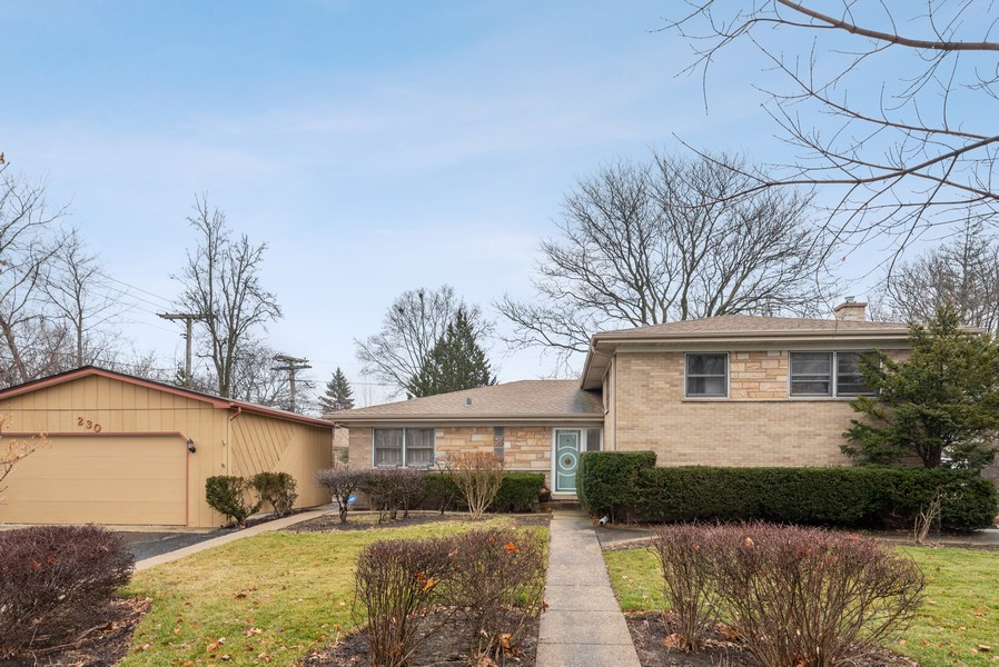 Real Estate Photography - 230 Heather Lane, Wilmette, IL, 60091 - Front View