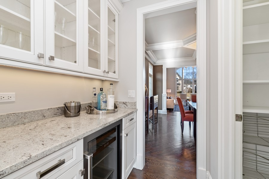 Real Estate Photography - 1001 Woodlawn Road, Glenview, IL, 60025 - Butler's pantry