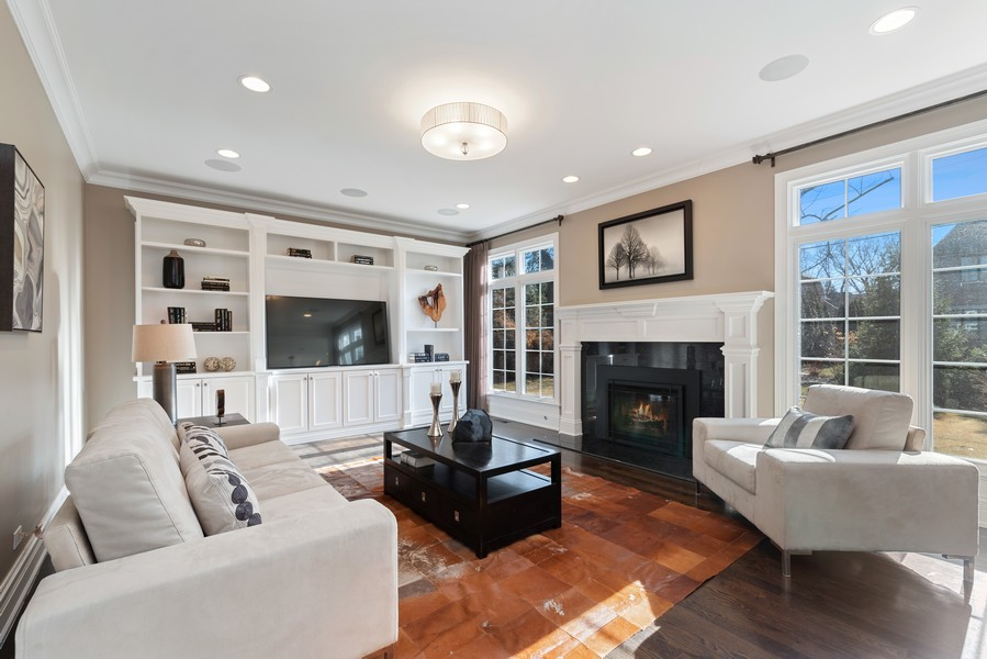 Real Estate Photography - 1001 Woodlawn Road, Glenview, IL, 60025 - Family Room