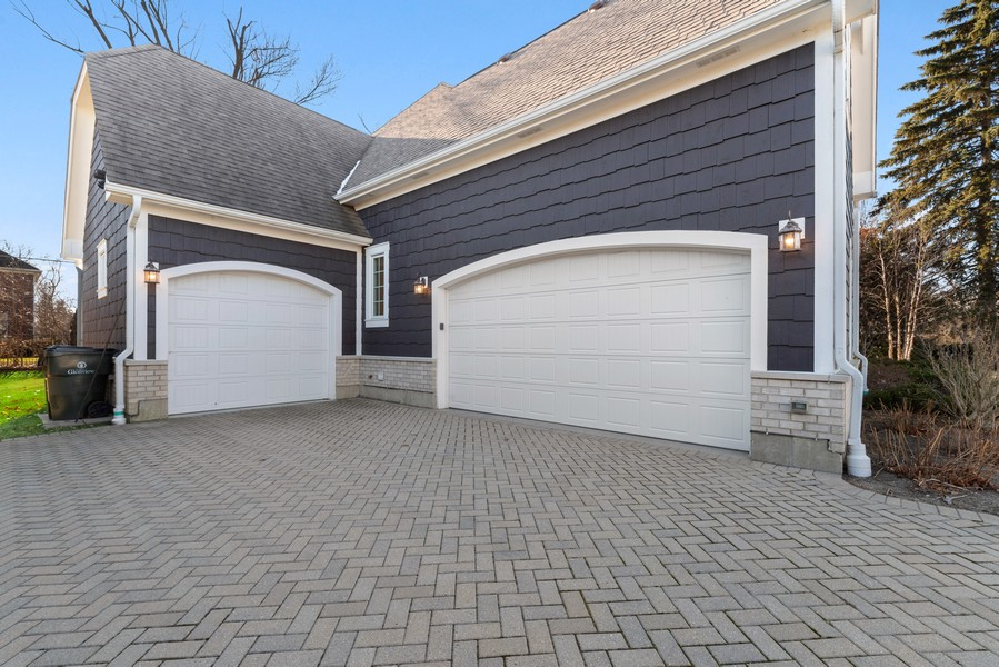 Real Estate Photography - 1001 Woodlawn Road, Glenview, IL, 60025 - Garage