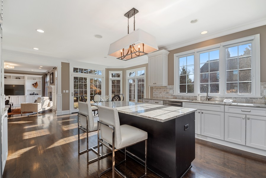 Real Estate Photography - 1001 Woodlawn Road, Glenview, IL, 60025 - Kitchen