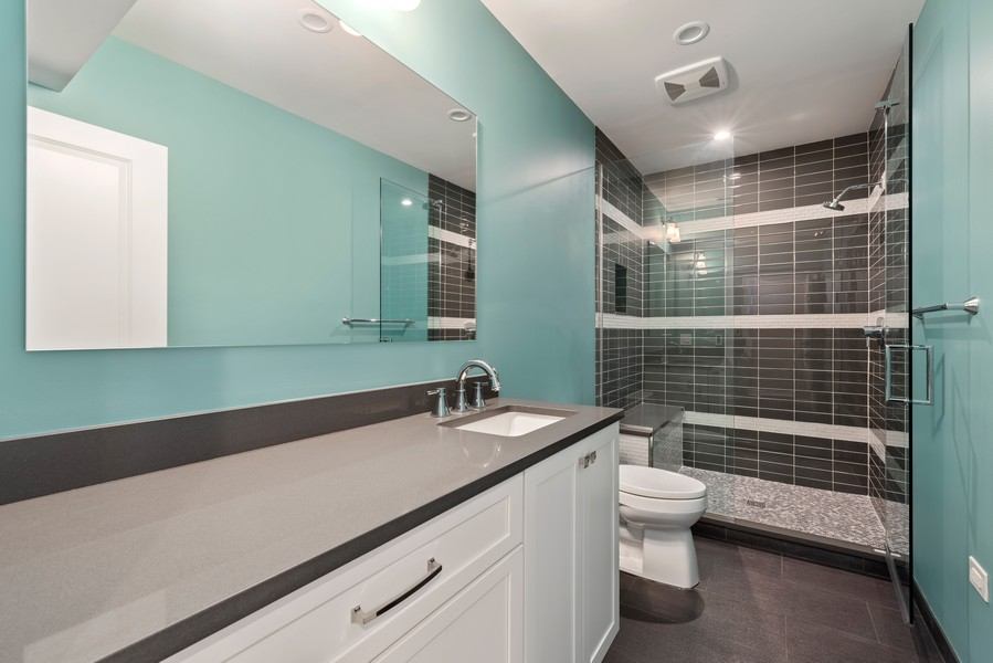 Real Estate Photography - 1001 Woodlawn Road, Glenview, IL, 60025 - Bathroom