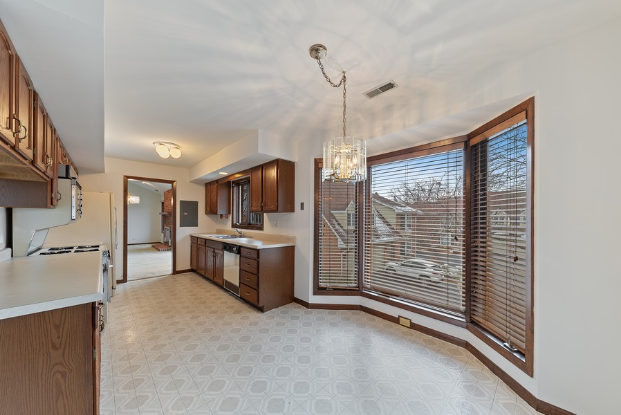 Real Estate Photography - 1663 N. Belmont Ct., Arlington Hts., IL, 60004 - Kitchen / Breakfast Room