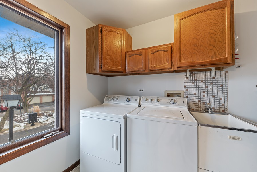 Real Estate Photography - 1663 N. Belmont Ct., Arlington Hts., IL, 60004 - Laundry Room