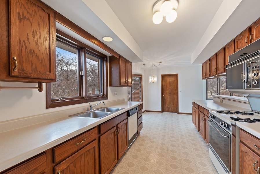 Real Estate Photography - 1663 N. Belmont Ct., Arlington Hts., IL, 60004 - Kitchen