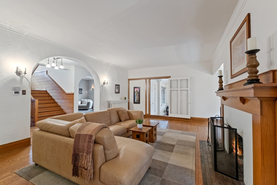Real Estate Photography - 930 Michigan, Evanston, IL, 60202 - Living Room