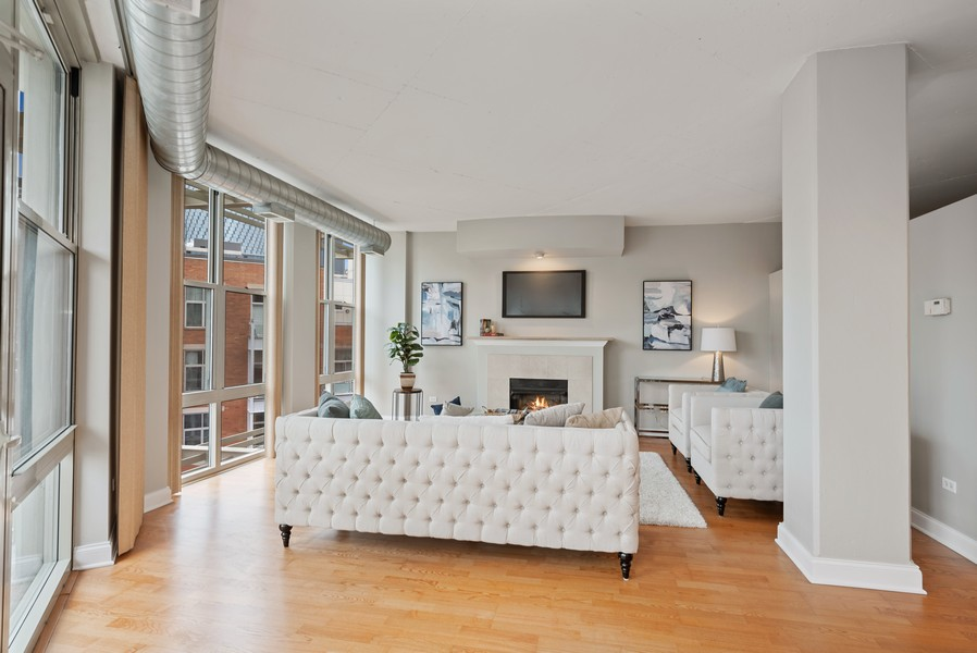 Real Estate Photography - 1001 W Madison St, Unit 611, Chicago, IL, 60607 - Living Room