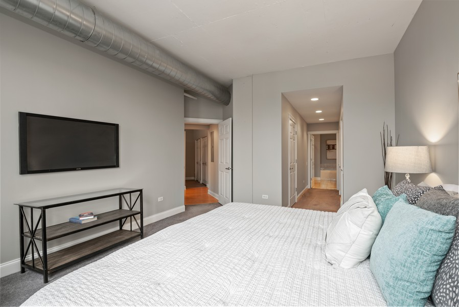 Real Estate Photography - 1001 W Madison St, Unit 611, Chicago, IL, 60607 - Master Bedroom