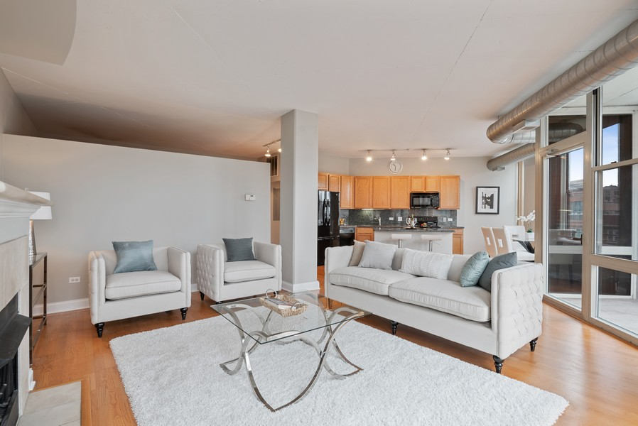 Real Estate Photography - 1001 W Madison St, Unit 611, Chicago, IL, 60607 - Great Room
