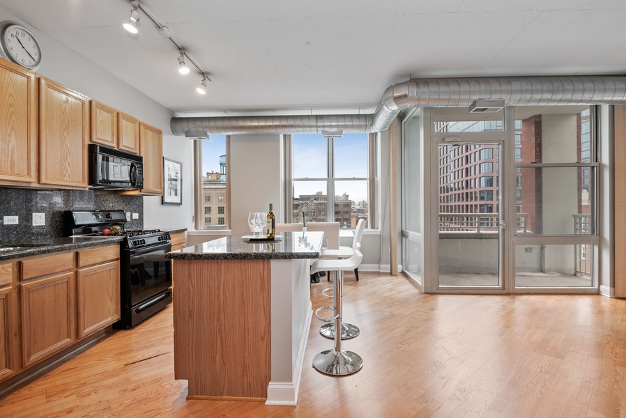 Real Estate Photography - 1001 W Madison St, Unit 611, Chicago, IL, 60607 - Kitchen