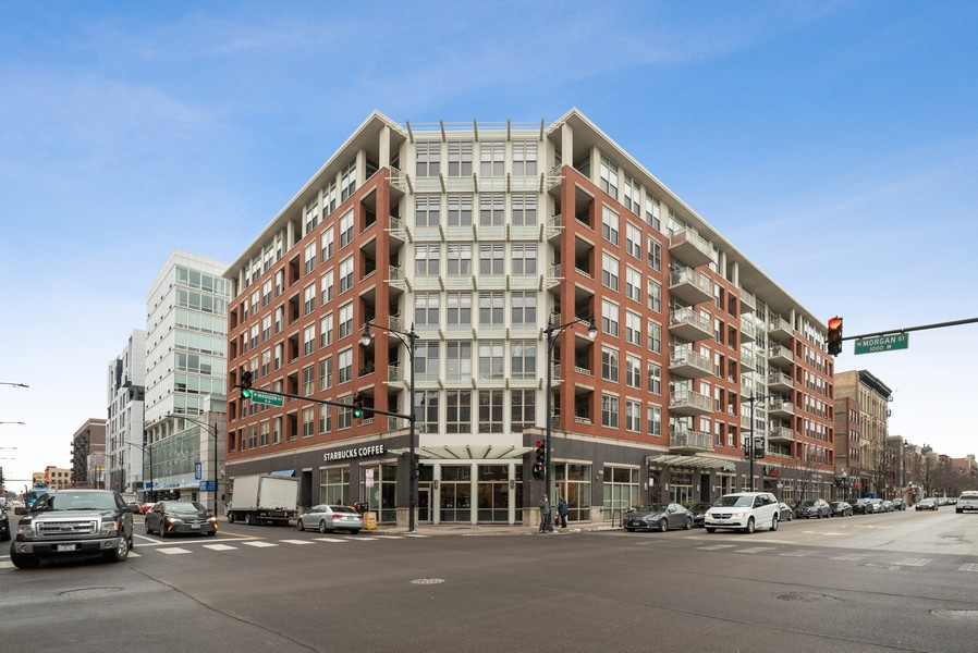 Real Estate Photography - 1001 W Madison St, Unit 611, Chicago, IL, 60607 - Front View