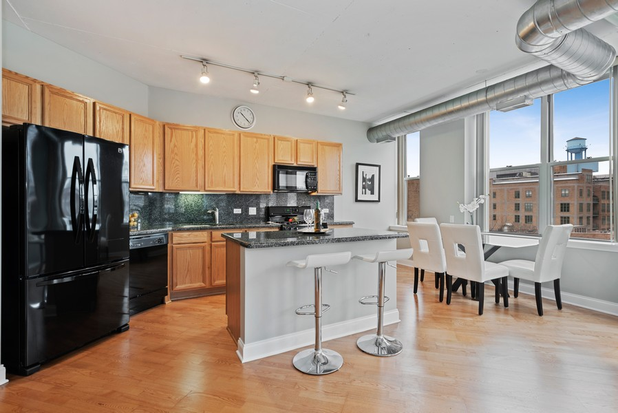 Real Estate Photography - 1001 W Madison St, Unit 611, Chicago, IL, 60607 - Kitchen / Dining Room