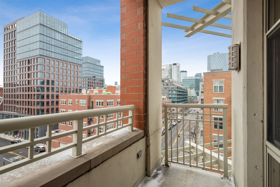 Real Estate Photography - 1001 W Madison St, Unit 611, Chicago, IL, 60607 - Balcony