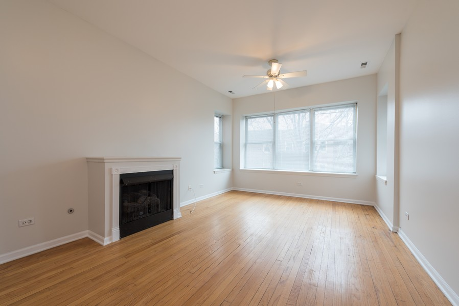 Real Estate Photography - 3110 W Belle Plaine Ave, Unit 3, Chicago, IL, 60618 - Living Room