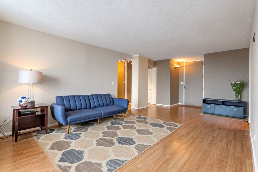 Real Estate Photography - 3925 Triumera Dr 12B, Glenview, IL, 60025 - Living Room