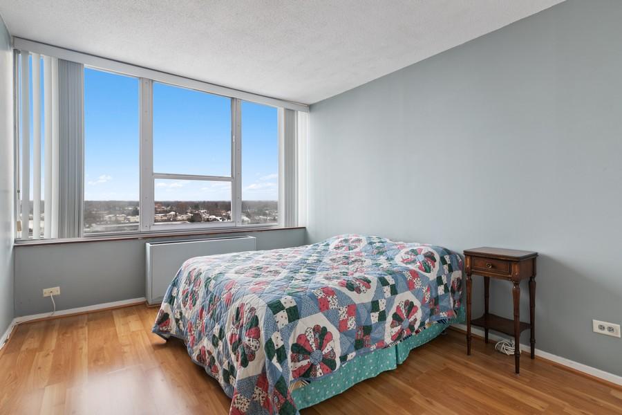 Real Estate Photography - 3925 Triumera Dr 12B, Glenview, IL, 60025 - Bedroom