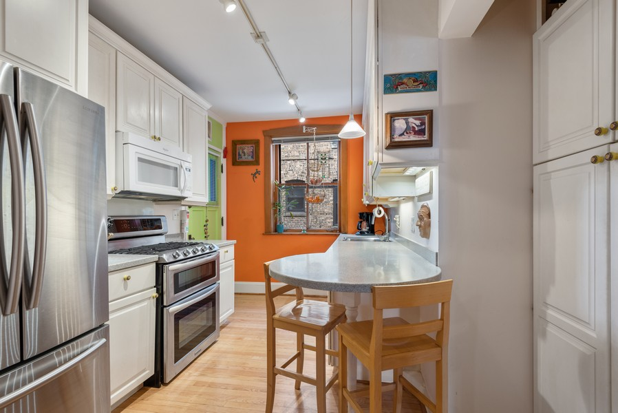Real Estate Photography - 602 Sheridan Square, #1, Evanston, IL, 60202 - Kitchen