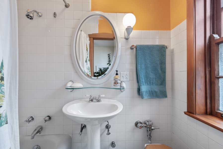 Real Estate Photography - 602 Sheridan Square, #1, Evanston, IL, 60202 - 2nd Bathroom