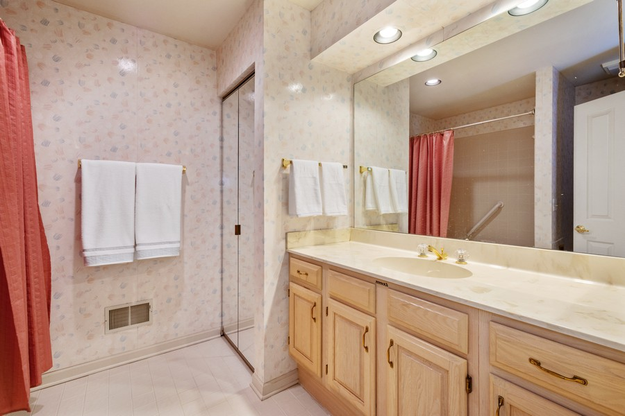 Real Estate Photography - 117 Cornell, Glenview, IL, 60026 - 2nd Bathroom