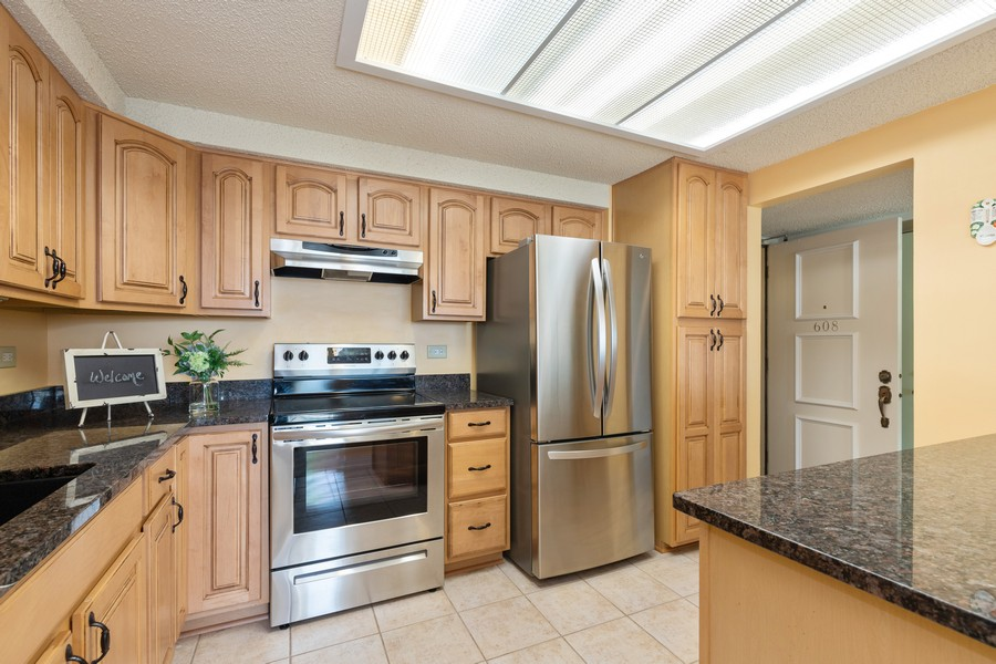 Real Estate Photography - 920 Vose, Apt 608, Gurnee, IL, 60031 - Kitchen / Breakfast Room