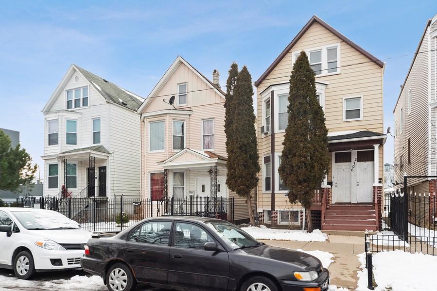 Real Estate Photography - 2706 N. Ridgeway, Chicago, IL, 60625 - Block View