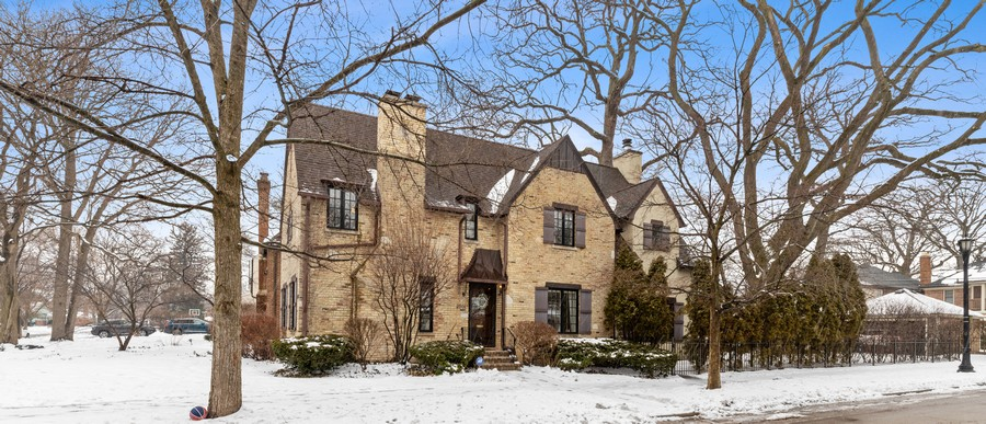 Real Estate Photography - 2501 Ridgeway Avenue, Evanston, IL, 60201 - Front View