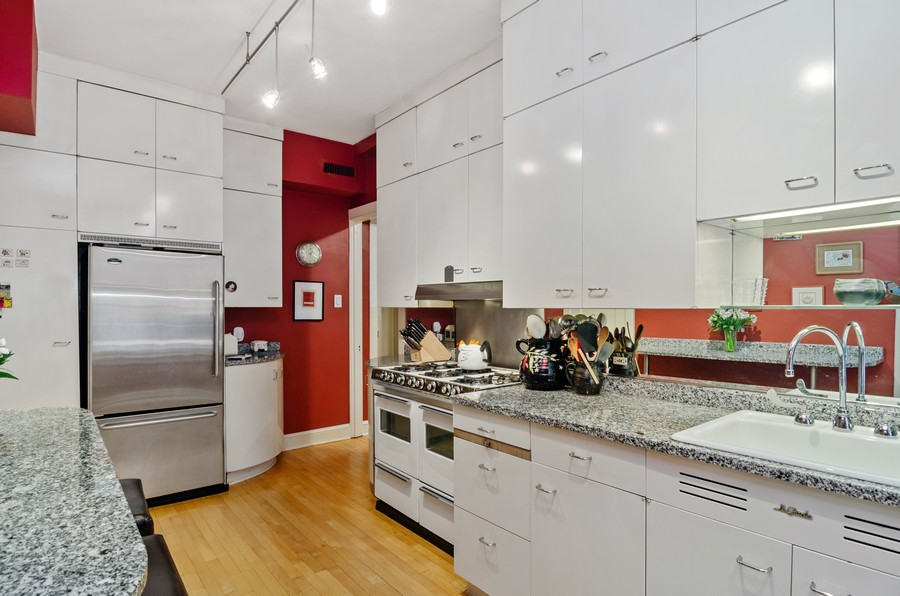 Real Estate Photography - 237 E Delaware Pl, Unit 7B, Chicago, IL, 60611 - Kitchen