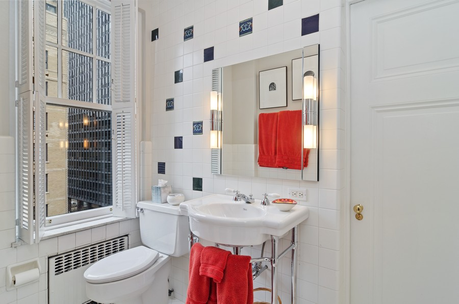 Real Estate Photography - 237 E Delaware Pl, Unit 7B, Chicago, IL, 60611 - Full Bathroom en-suite with Bedrooms