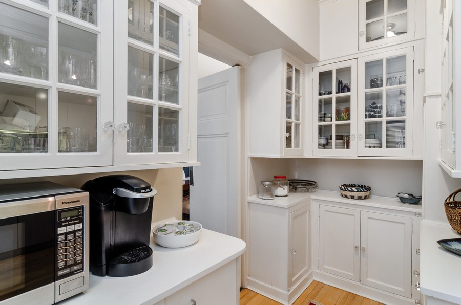 Real Estate Photography - 237 E Delaware Pl, Unit 7B, Chicago, IL, 60611 - Butler's Pantry