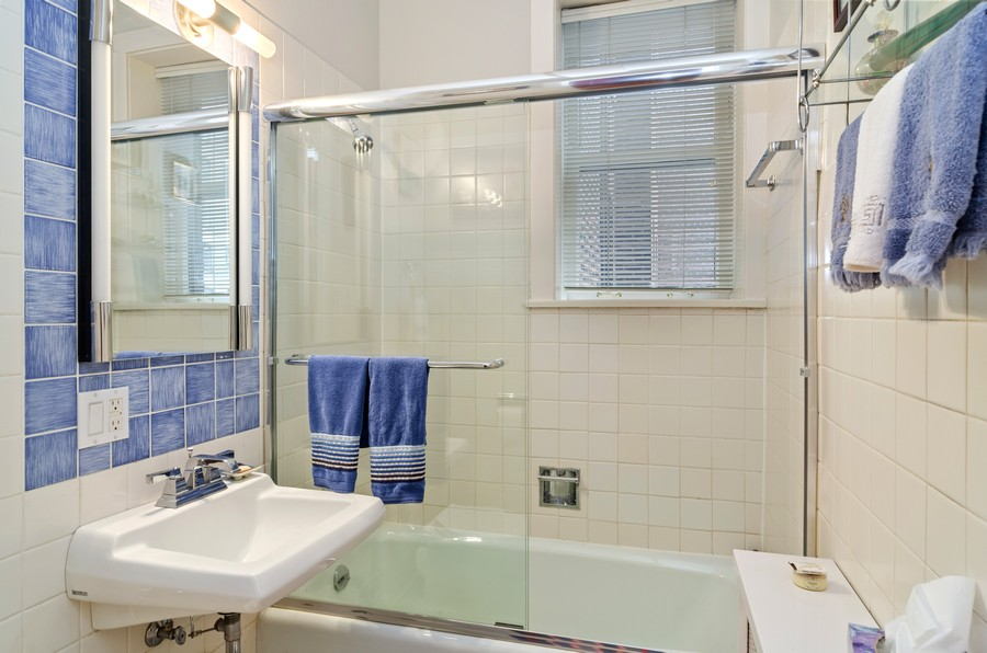 Real Estate Photography - 237 E Delaware Pl, Unit 7B, Chicago, IL, 60611 - Guest Full Bathroom