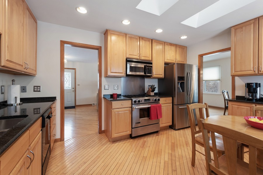 Real Estate Photography - 306 Alexis Ct, Glenview, IL, 60025 - Kitchen
