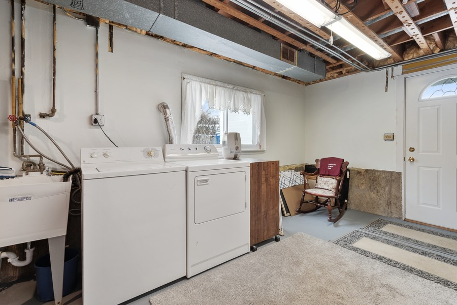 Real Estate Photography - 306 Alexis Ct, Glenview, IL, 60025 - Laundry Room